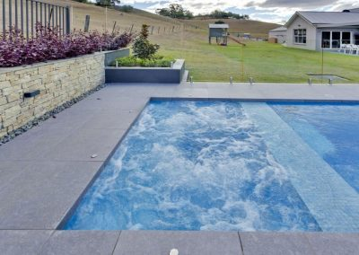 Compass-Pools-Australia_Spas-and-Waders-Installation-07-1024x670
